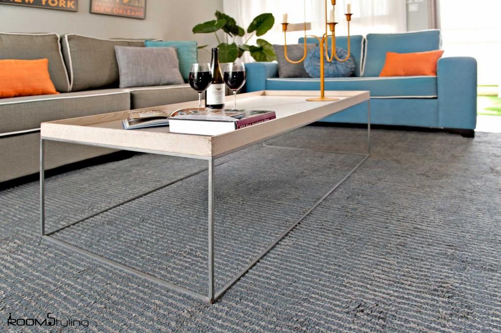 שולחן במסגרת עיצוב סלון מודרני