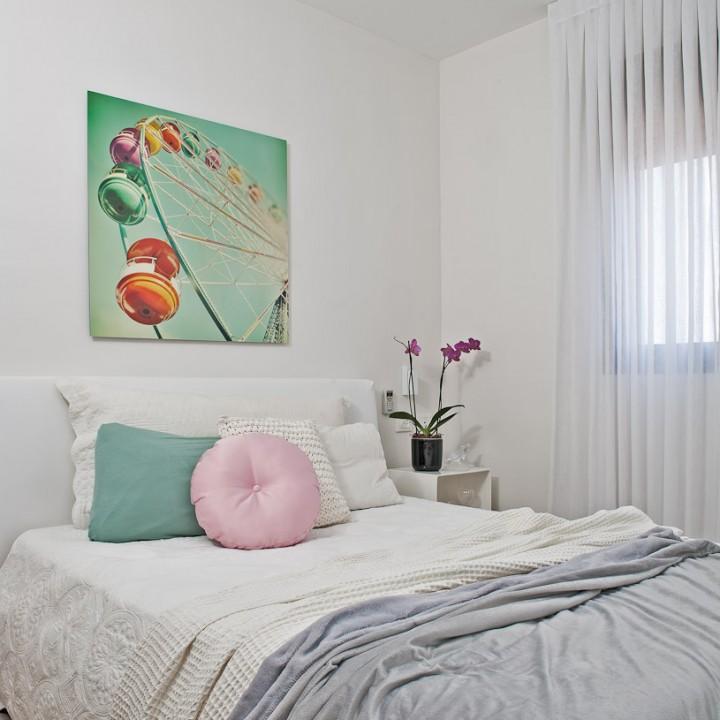 הום סטיילינג לחדר שינה בלבן-על-לבן