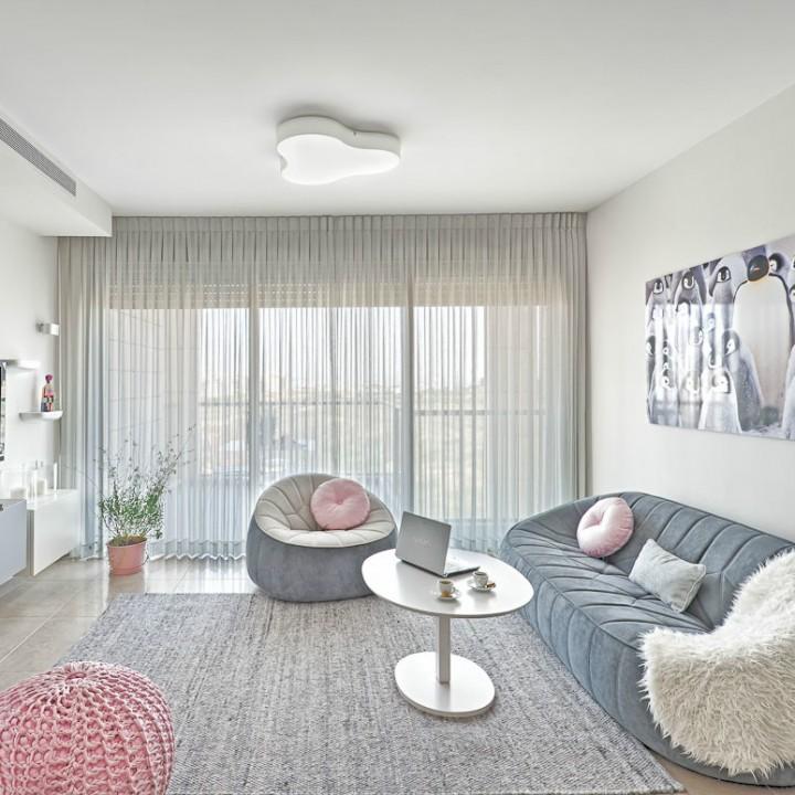 חמישים גוונים של אפור ולבן: הום סטיילינג לדירה בקריית אונו