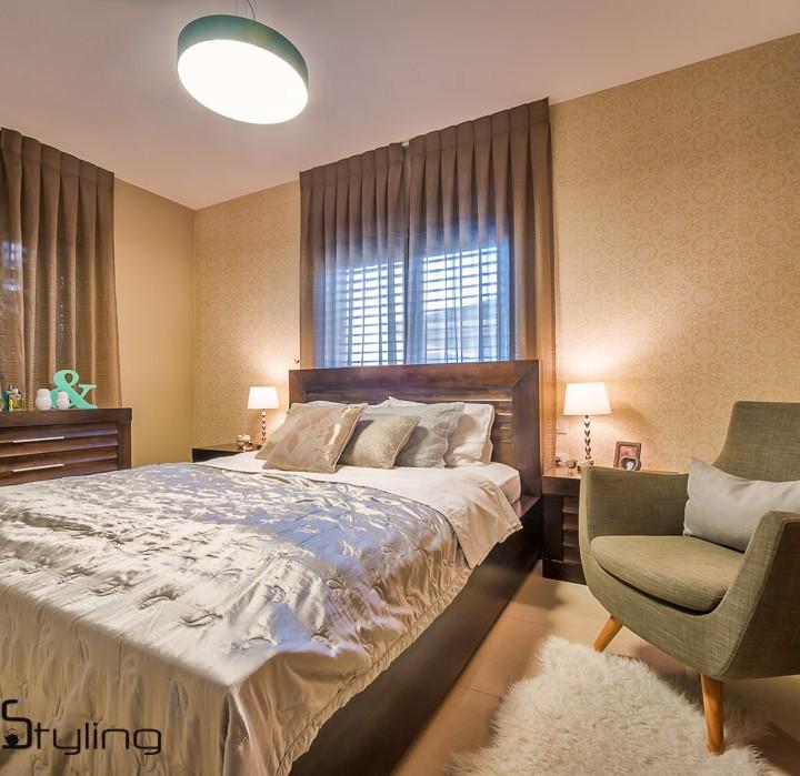 הום סטיילינג קלאסי-עם-טוו'יסט-מודרני - חדר שינה הורים ופינת משפחה