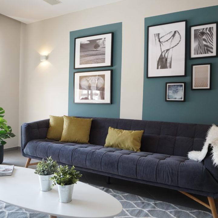 עיצוב סלון בדירה במרכז הארץ